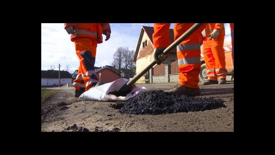 Video Kraje dostanou 4,6 miliardy na opravy silnic