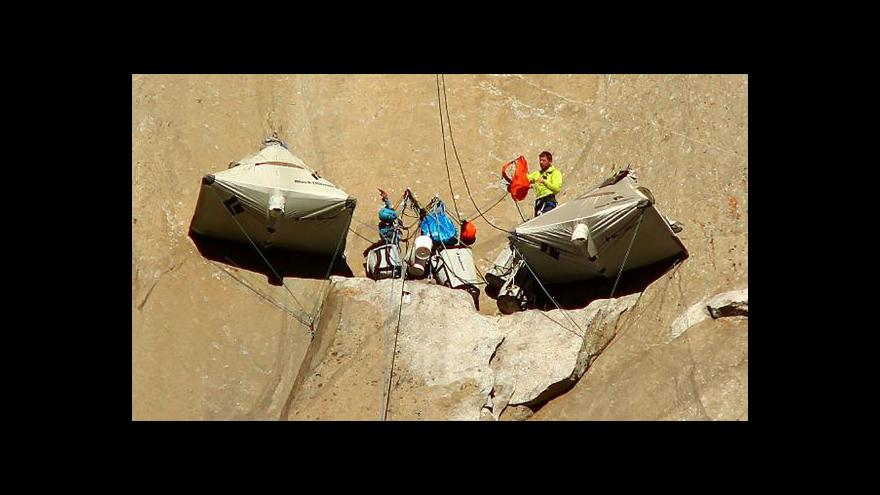 Video Dva američtí horolezci zdolali El Capitan volným lezením