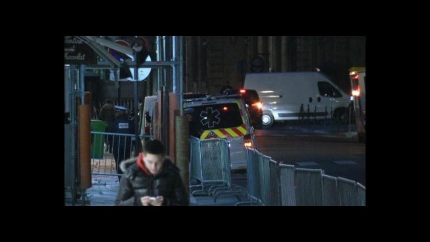 Video Řidič srazil v Paříži hlídkující policistku