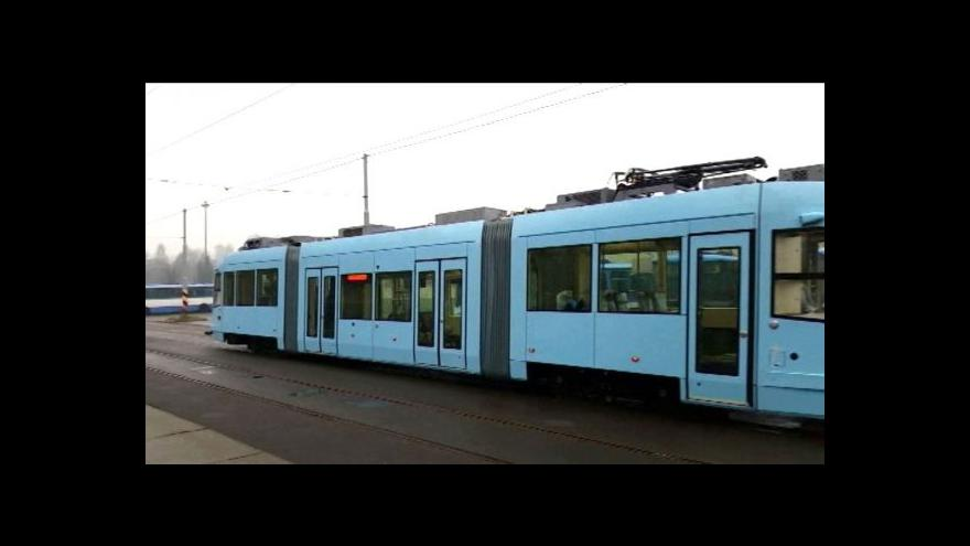 Video Firma postavila v Ostravě tramvaj na baterii