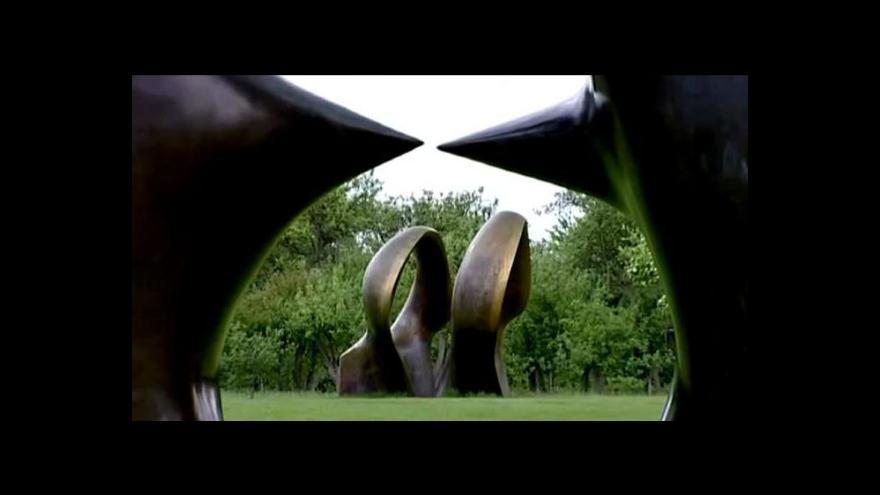 Video Jak se zvětšovaly sochy Henryho Moora