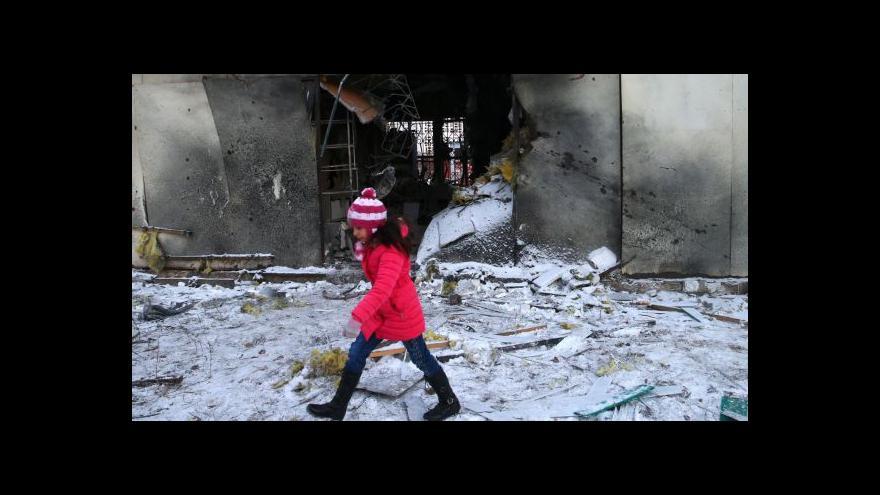 Video Zpravodaj ČT: V Doněcku je slyšet střelba z těžkých zbraní