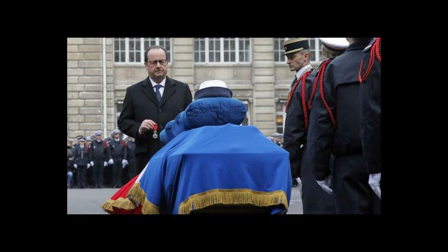 Video Francie se rozloučila se zavražděnými policisty