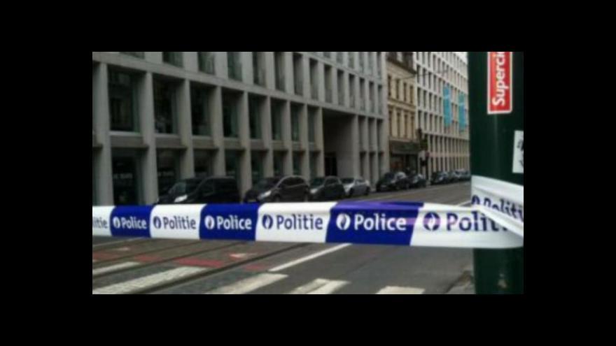 Video Zpravodaj ČT z Bruselu: Muž redakci Le Soir vyhrožoval výbuchem