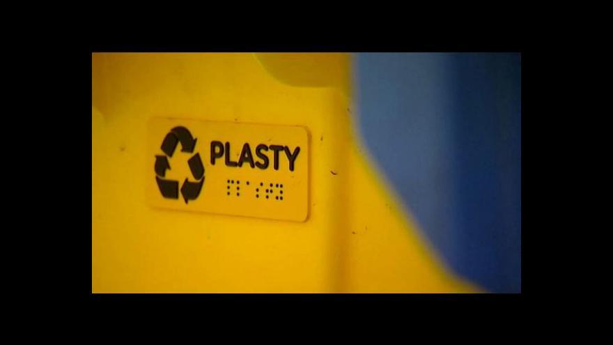 Video Karviná označuje kontejnery na tříděný odpad v Braillově písmu