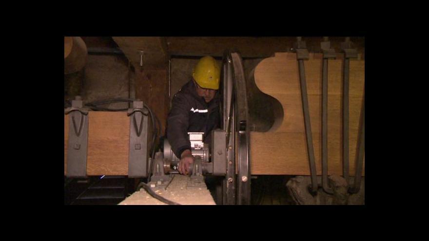 Video Bez komentáře – instalace motorů k plzeňským zvonům