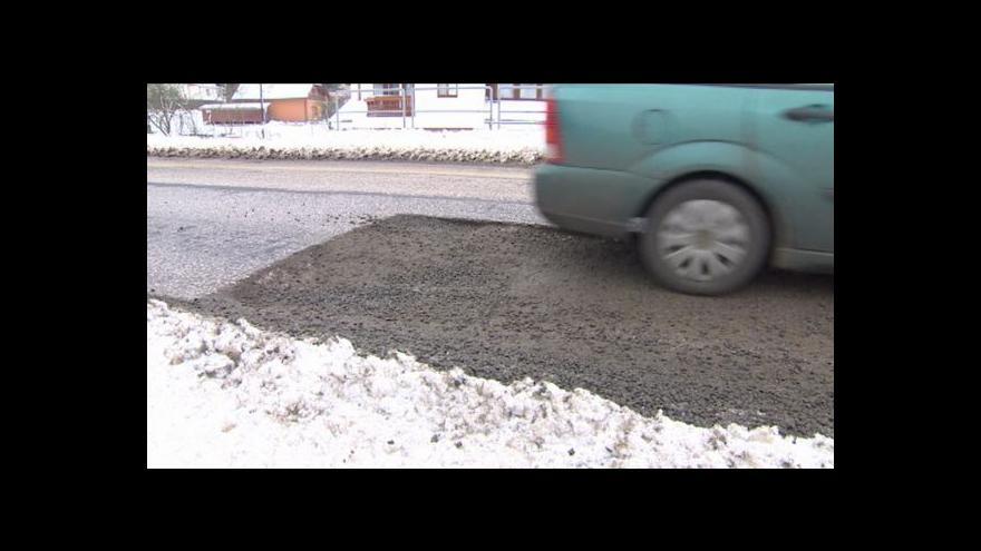 Video Nedokončená oprava silnice u Studence komplikuje život řidičům