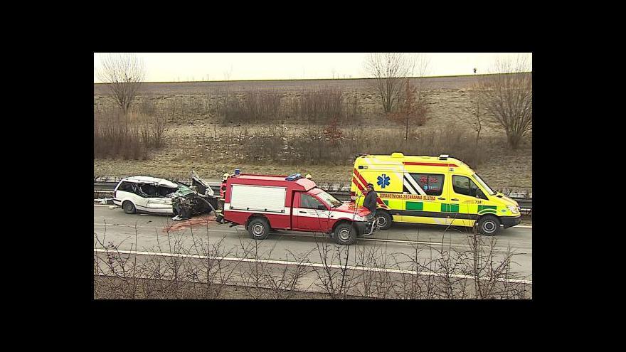 Video Dálnici D1 uzavřela nehoda kamionu a osobního auta
