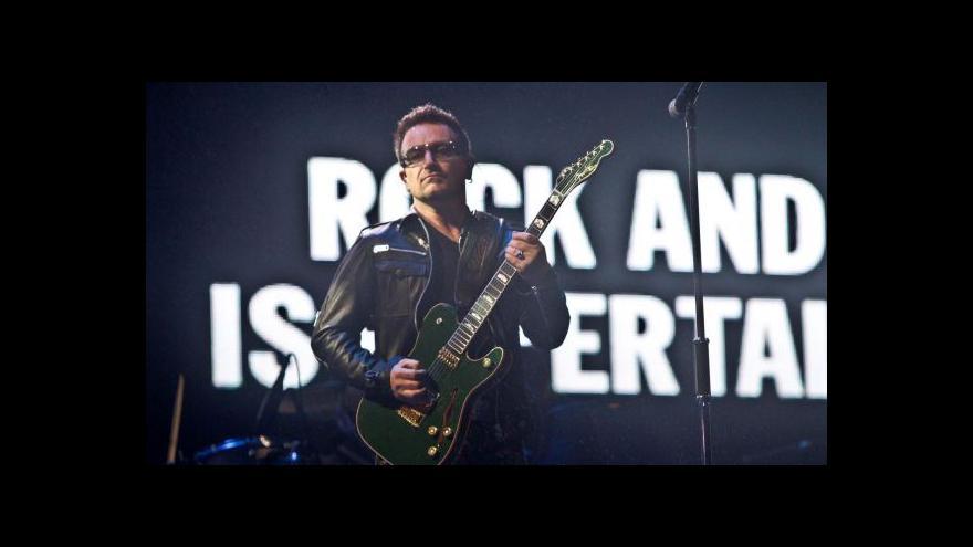 Video Frontman U2 si možná už na kytaru nezahraje