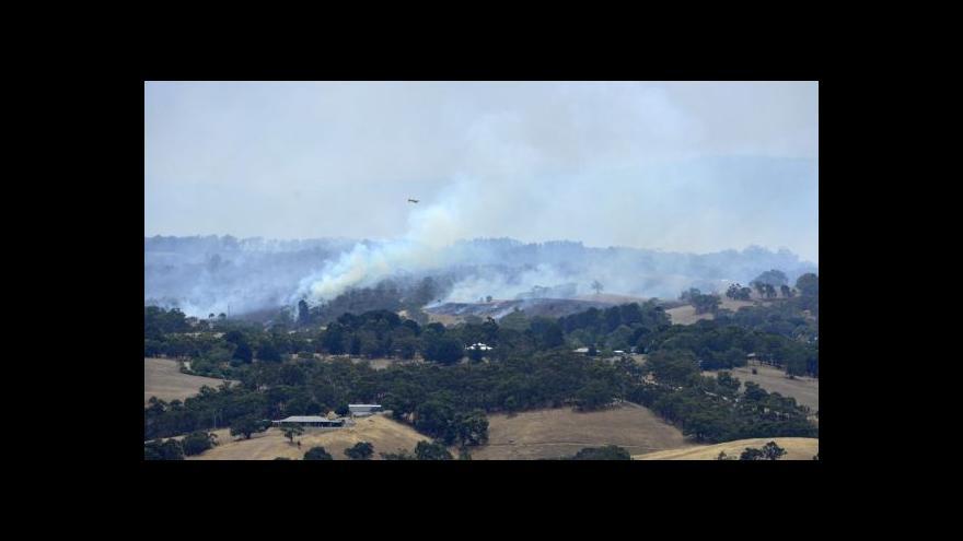 Video Požáry v Austrálii připravily desítky rodin o domov