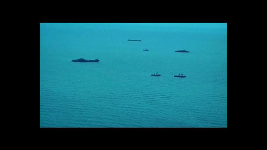 Video Pátrací týmy našly další trosky indonéského letadla