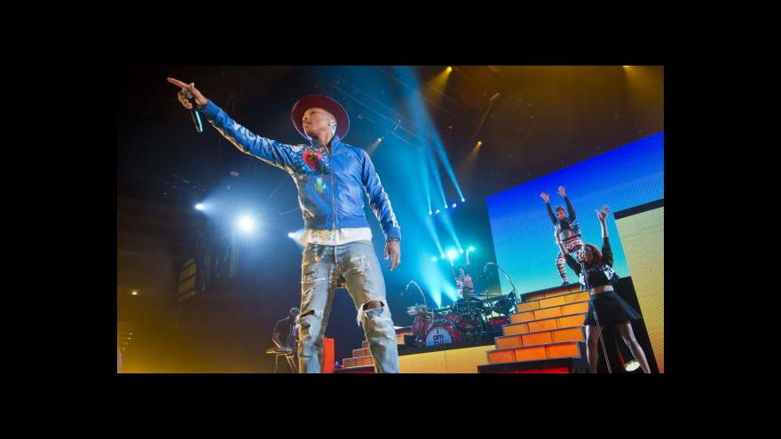 Video Pharrell Williams koncertoval v Praze