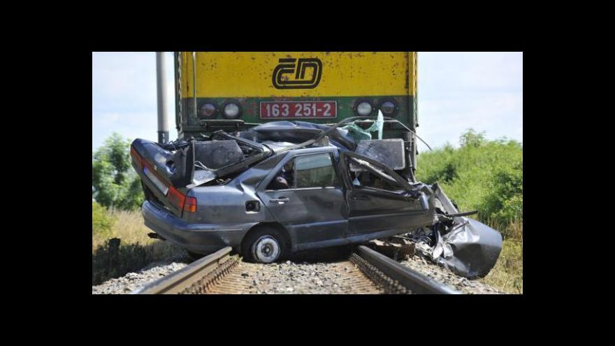 Video Smrtelných nehod přibývá na železnici i silnicích