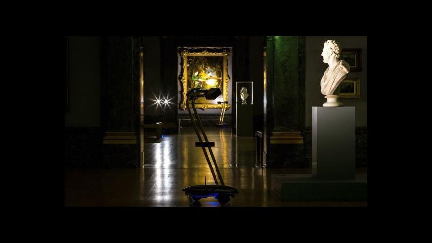 Video Noční prohlídky v Tate Britain. Průvodcem robot