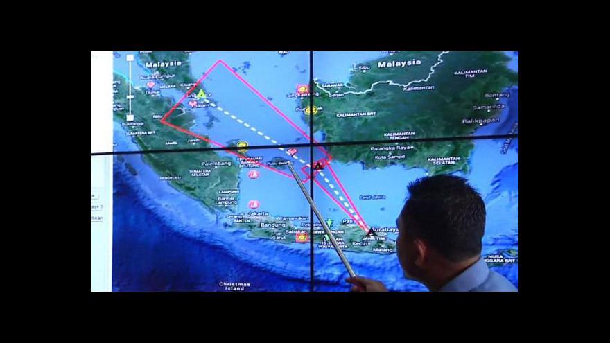 Video Let QZ8501 skončil tragicky, záchranáři nalezli trosky