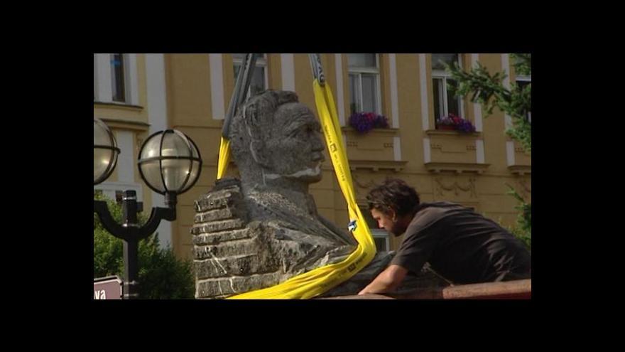Video Ulrichova socha za miliony je stále ve skladu