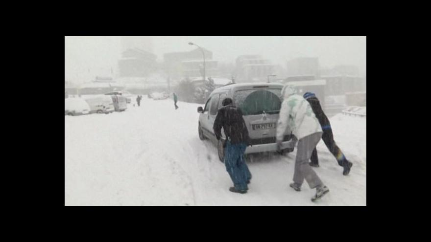 Video Bez komentáře: Sněhová kalamita v Savojsku