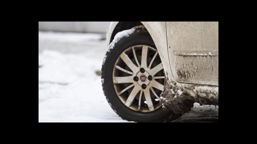 Video Události ČT: Sníh komplikuje hlavně dopravu