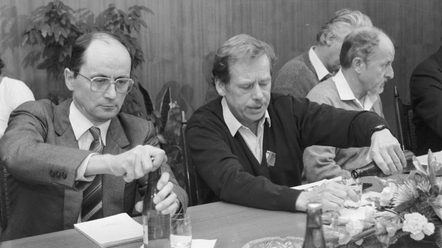 Video Politik Čarnogurský: Havel se pokoušel každému porozumět