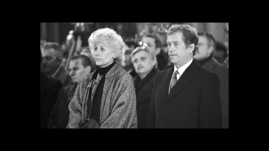 Video Před 25 lety pozdravil Havel národ poprvé jako prezident