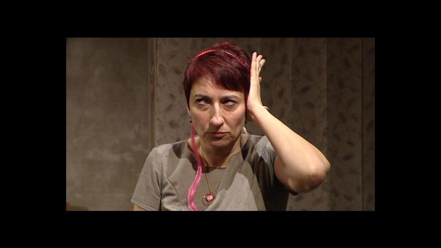 Video Divadelní představení o dívce trpící autismem