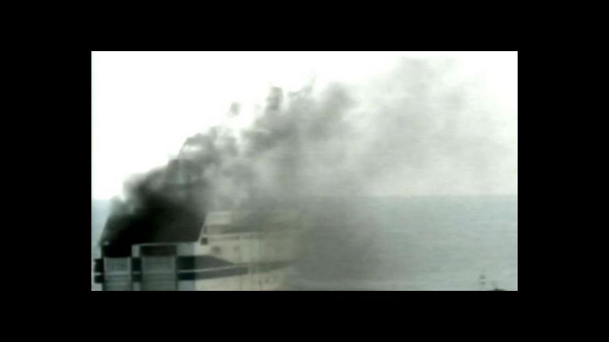 Video Záběry RAI: Hořící trajekt na lince z Řecka