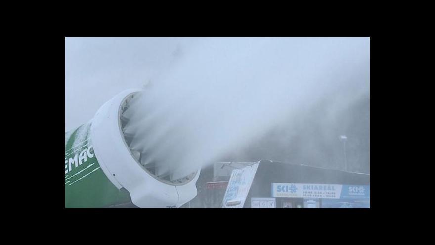 Video Události: Do Česka přišel mráz, zima začíná
