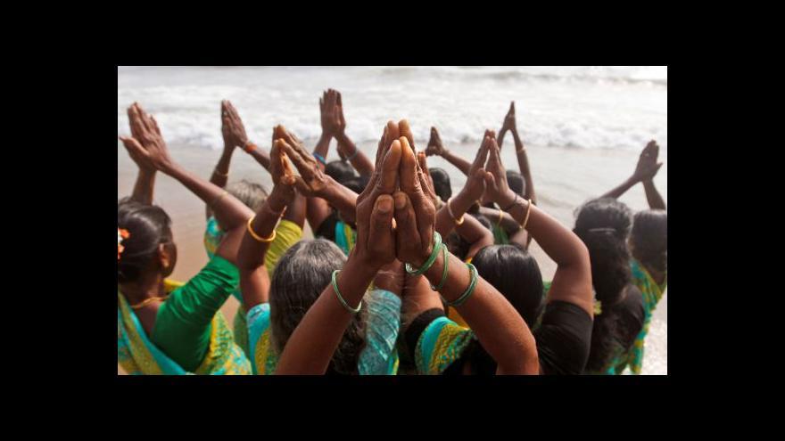 Video 10 let poté: Svět uctil památku obětí tsunami v Asii
