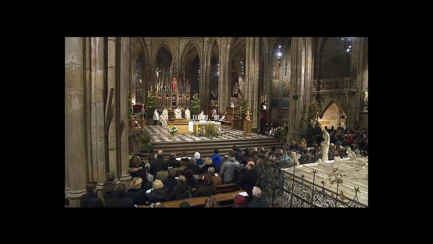 Video Kostely po celé republice rozezněly půlnoční bohoslužby