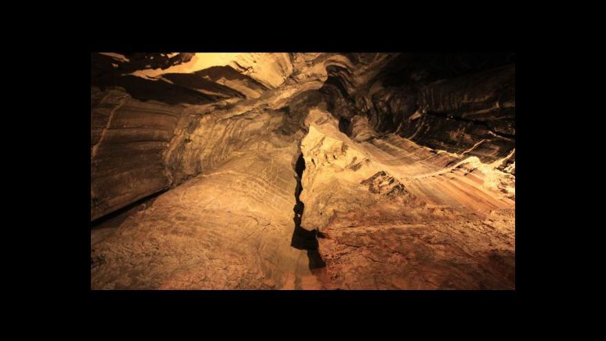 Video Vědci objevují další části nejdelší čínské jeskyně