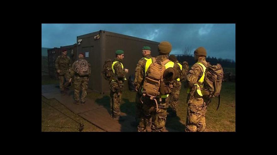 Video Vojáci hlídají Vrbětice ve dne v noci
