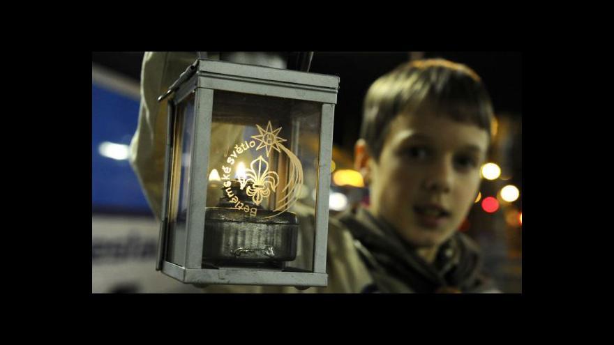 Video Litoměřický biskup požehnal Betlémskému světlu