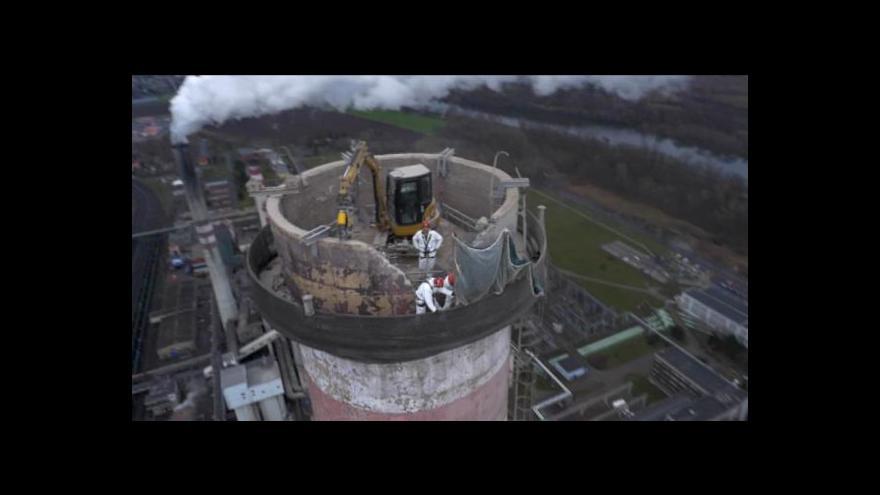 Video Demolice komína elektrárny