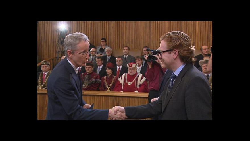 Video Profesory jmenoval opět ministr