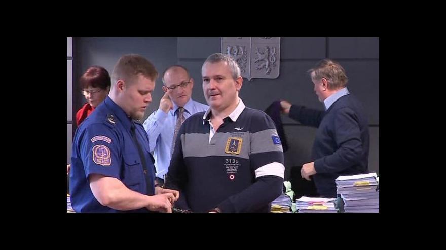 Video Policie obvinila Radku Březinu a jeho blízké z praní špinavých peněz