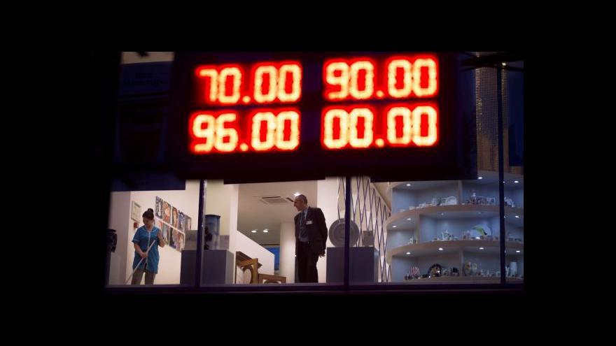 Video Události: Moskva zachraňuje padající rubl