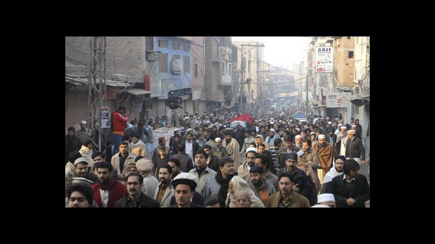 Video Pákistánci oplakávají oběti masakru na škole