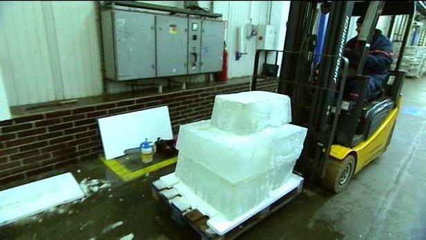 Video Opavské mrazírny připravují led pro Sněhové království.