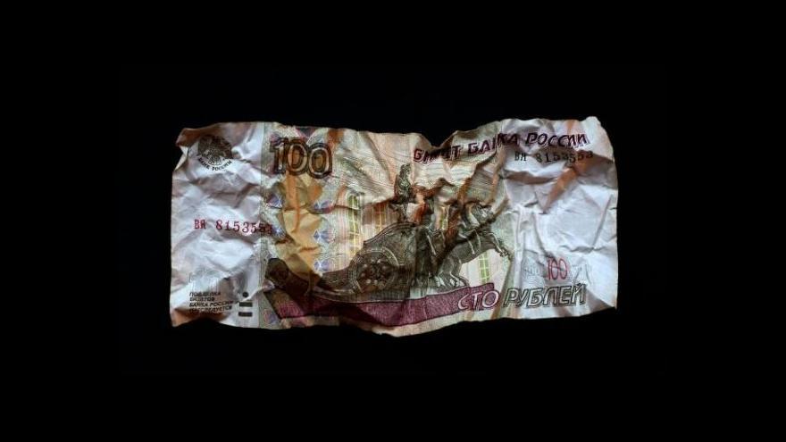 Video Pád rublu se nezastavuje