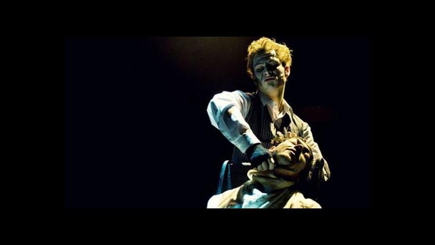Video Bez komentáře: Do Divadla na Orlí vtrhl Ďábelský holič