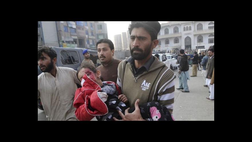 Video Útok v Péšávaru: Zemřelo víc než sto žáků
