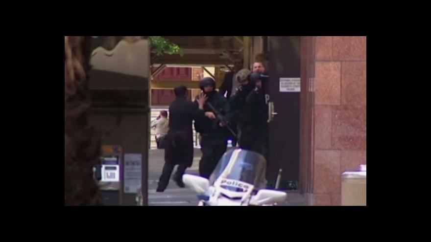 Video Podívejte se: Ozbrojenec ohrožuje rukojmí v australské kavárně