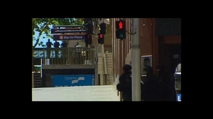 Video Nejméně jeden ozbrojenec drží neznámý počet rukojmích