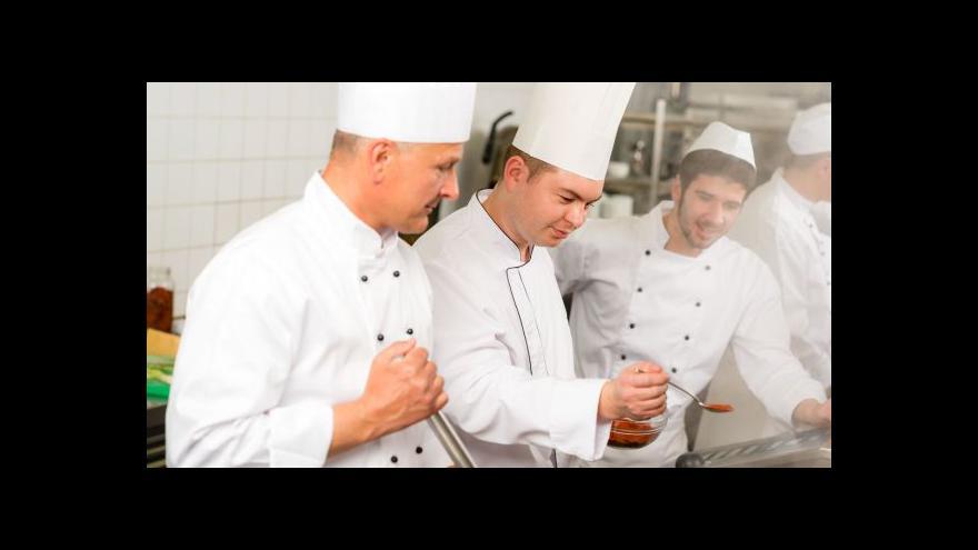 Video Učebnice pro kuchaře: reklamy na polotovary i obstarožní recepty