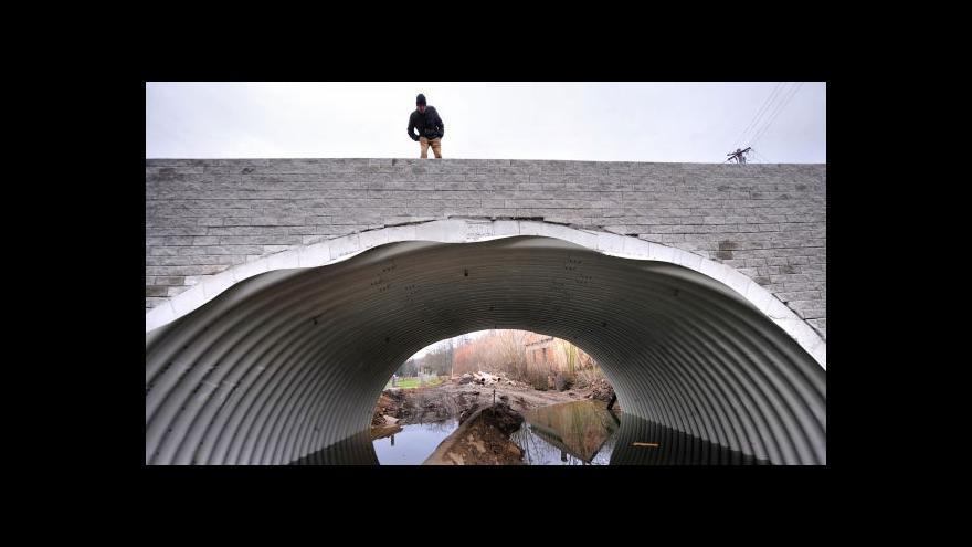 Video Reportáž: Most ve Vilémově už znovu stojí