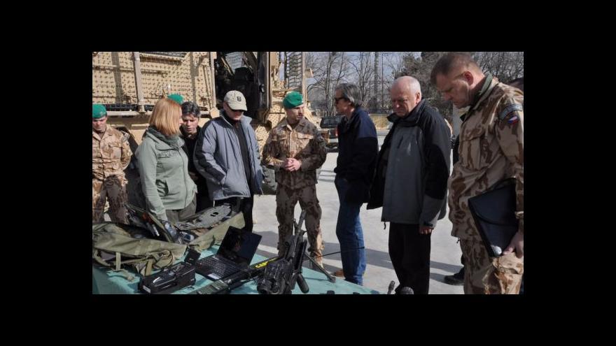Video Stropnický přijel podpořit vojáky v zemi zmítané útoky