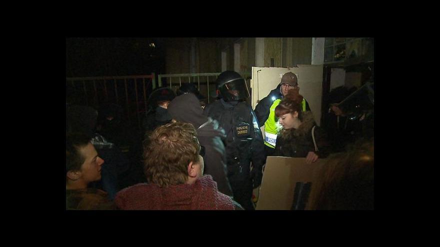 Video Policie vyzvala účastníky akce na Žižkově k vyklizení prostoru