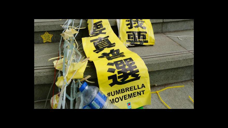 Video Hongkongská policie zprůjezdnila klíčovou dopravní tepnu