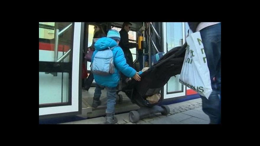 Video Rodiče s kočárky z Olomouce si stěžují na diskriminaci