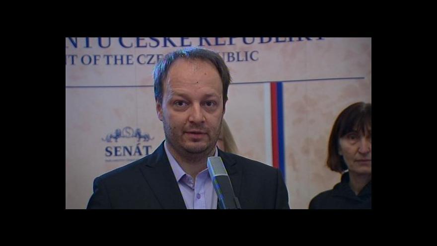 Video Senátoři a iniciativy vyzvali Sobotku k zásahu proti zákonu